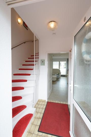 Eingangsbereich - Treppenaufgang zu den Schlafzimmern und Bad