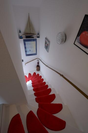 Treppenabgang zum Wohn- und Essbereich / Küche